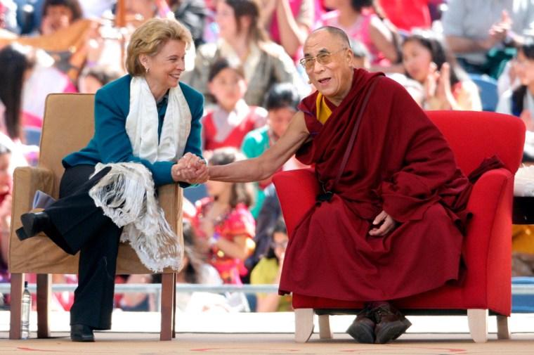 Image: Tibetan spiritual leader The 14th Dalai Lama (R) laughs with Washington State Goverenor Christine Gregoire (L)