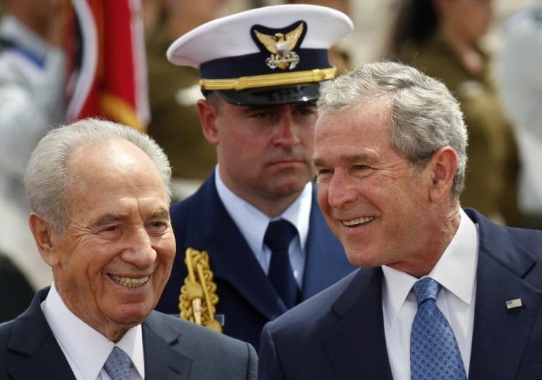 Image:Israeli President Shimon Peres (R) greets visiting US President George W. Bush