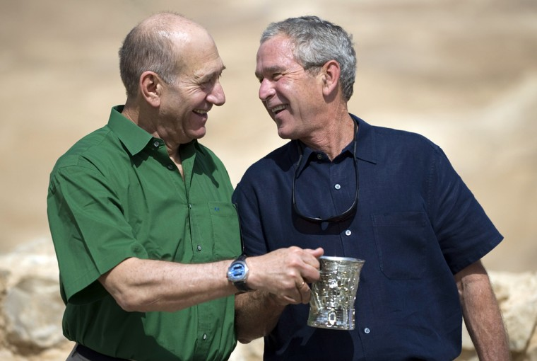 Image: US President George W. Bush (R) and Israeli Prime Minister Ehud Olmert (L) laugh during a tour to the ancient hilltop fortress of Masada