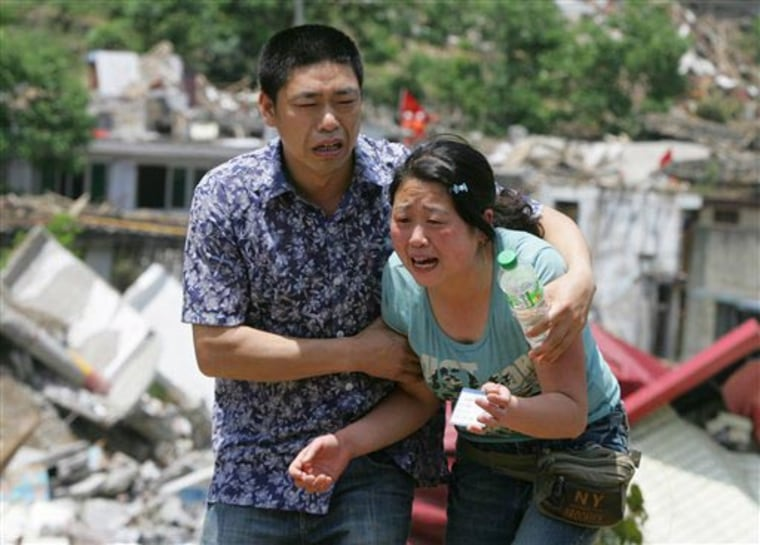 Image: Woman grieves in Beichuan, China for her lost mother