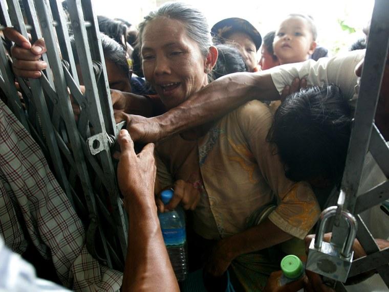 Image: Survivors of Cyclone Nargis