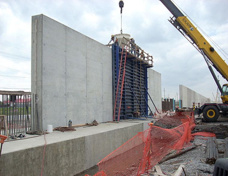 Image: New Orleans floodwall