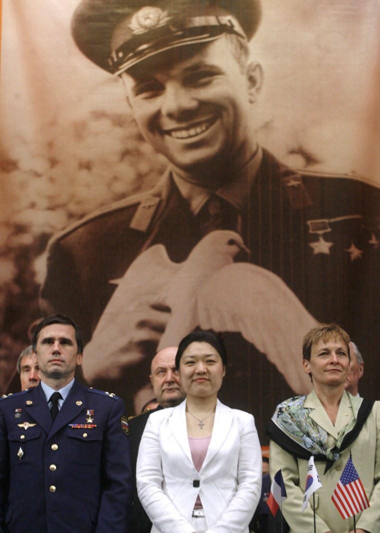 Image: Peggy Whitson, Yuri Malenchenko, Yi So-yeon