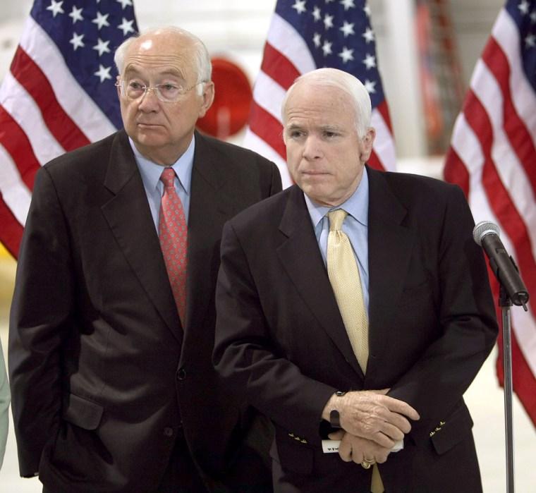 Image: US Senator John McCain standing with former US Senator Phil Gramm