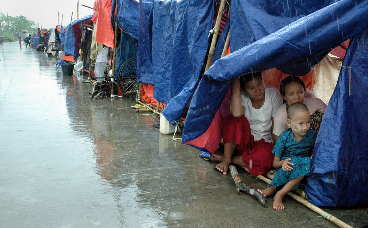 Image: Cyclone-affected families