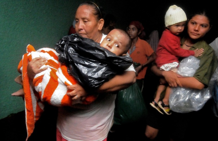 Image: People affected by storm Alma arrive at a shelter
