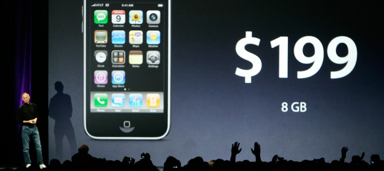 Image: Steve Jobs presenting new iPhone