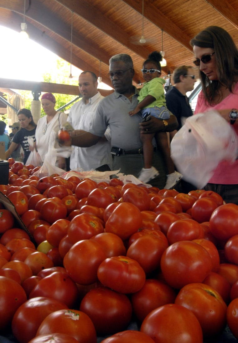 Image: Crowds of people line up to buy Arkansas grown tomatoes at the Farmers Market