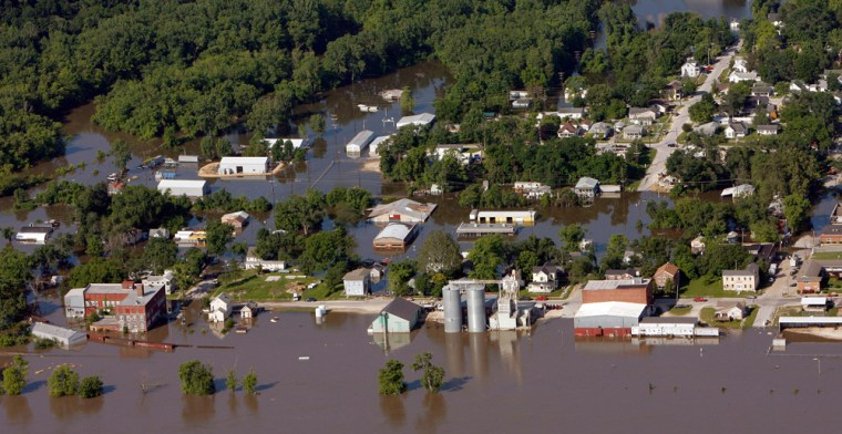 Image: The town of Louisiana, Missouri is flooded with water from the Mississippi River