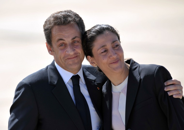 Image: Freed Colombian hostage Ingrid Betancourt is welcomed by French President Nicolas Sarkozy