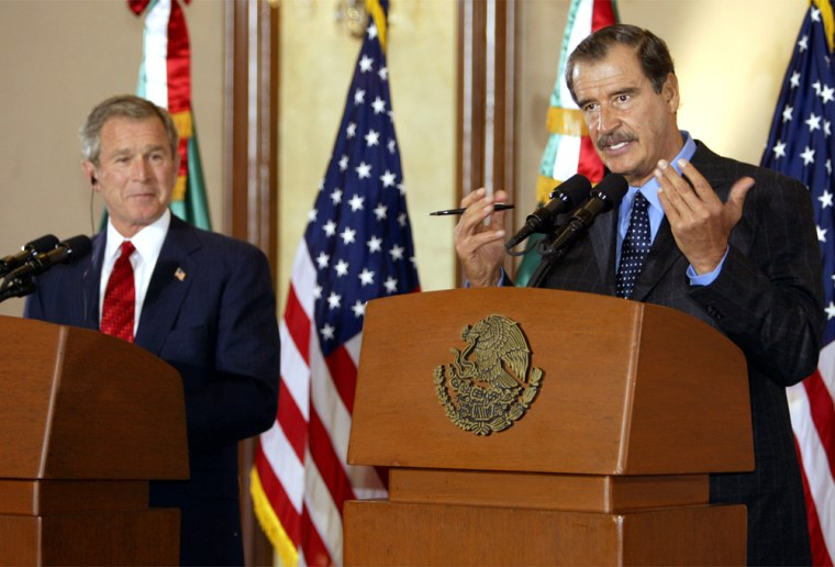 U.S. PRESIDENT BUSH AND MEXICAN PRESIDENT VICENTE FOX GIVE A  JOINT PRESS CONFERENCE