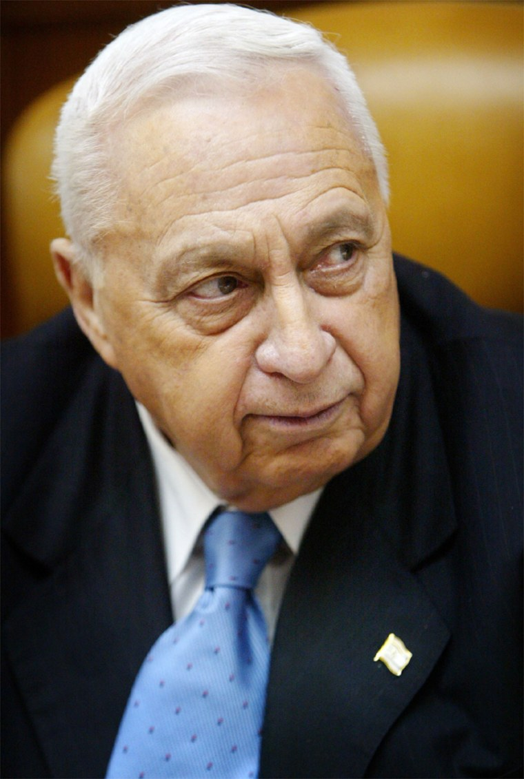ISRAELI PRIME ARIEL SHARON OPENS WEEKLY CABINET MEETING IN HIS JERUSALEM OFFICE