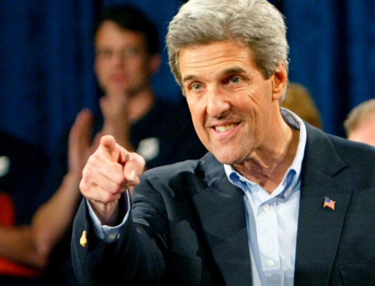 PRESIDENTIAL CANDIDATE JOHN KERRY POINTS INTO CROWD AT CAMPAIGN EVENT IN ORLANDO