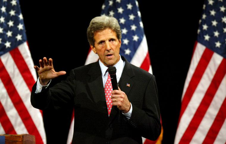John Kerry Campaigns In Arkansas