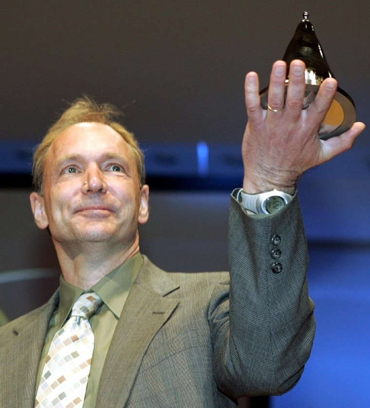 FINNISH PRESIDENT HALONEN PRESENTS THE FIRST-EVER MILLENNIUM TECHNOLOGY PRIZE TO WORLD WIDE WEB INVENTOR BERNERS-LEE IN HELSINKI