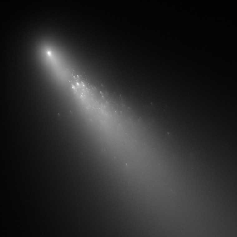 The Hubble space telescopecaptured this imageof the crumbling Comet 73P/Schwassmann-Wachmann 3's Fragment B on April 20.