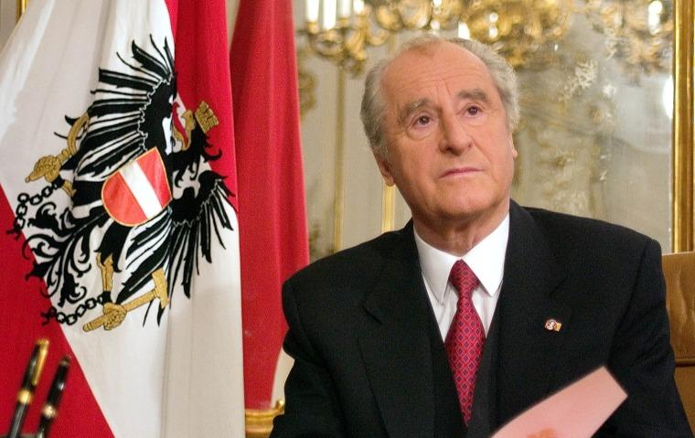 FILE PHOTO OF AUSTRIAN PRESIDENT THOMAS KLESTIL AT HIS DESK IN VIENNA