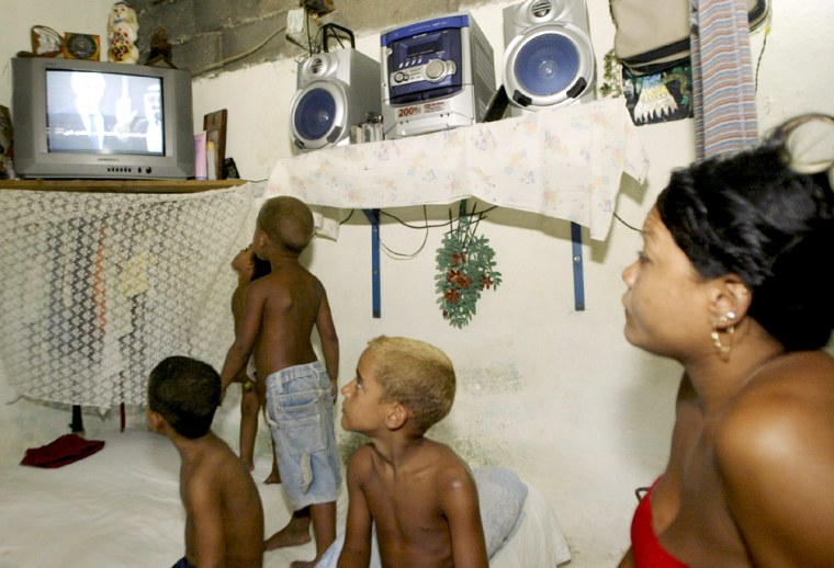 """A Cuban mother and her children watch Michael Moore's documentary """"Fahrenheit 9/11"""""""