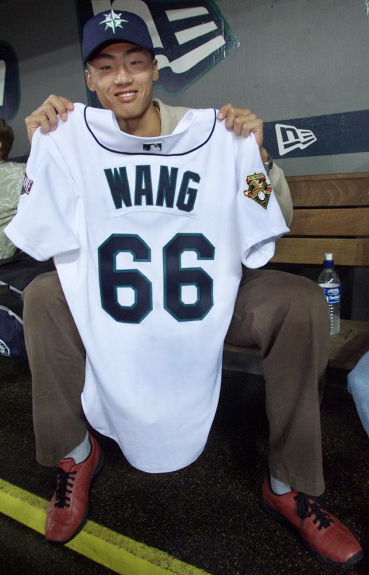 PITCHER FROM CHINA SIGNED TO SEATTLE MARINERS