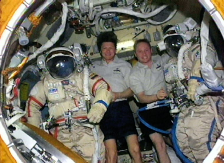 Gennady Padalka, Expedition 9 Commander (L) and NASA ISS science officer Michael Fincke (R) at the International Space Station