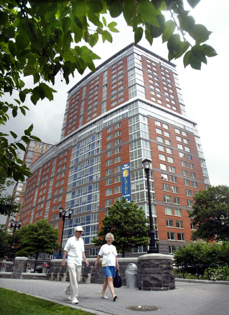 """Country's First \""""Green\"""" Residential Tower Built In New York"""