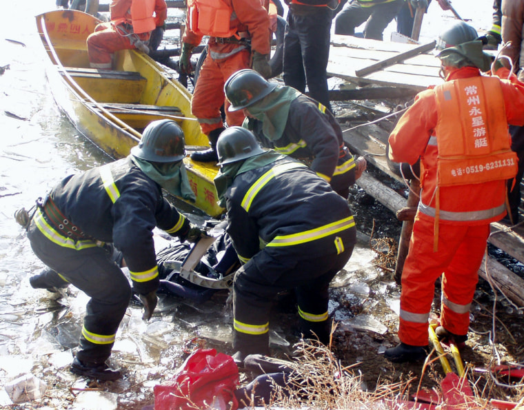 53 Reported Dead After Plane Plunges In To Icy Lake