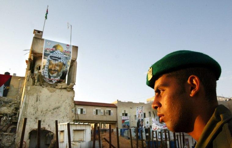 People Visit Grave Of Arafat