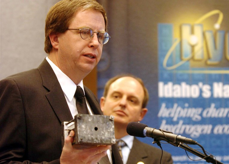 Joseph Hartvigsen, project lead forCeramatec,holds afuel cell during a press conference at Ceramatec Advanced Materials and Electrochemical Technologies in Salt Lake City.