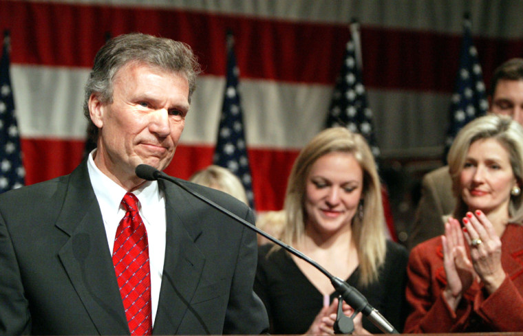 Senator Tom Daschle thanks his supporters after conceding defeat in his re election bid