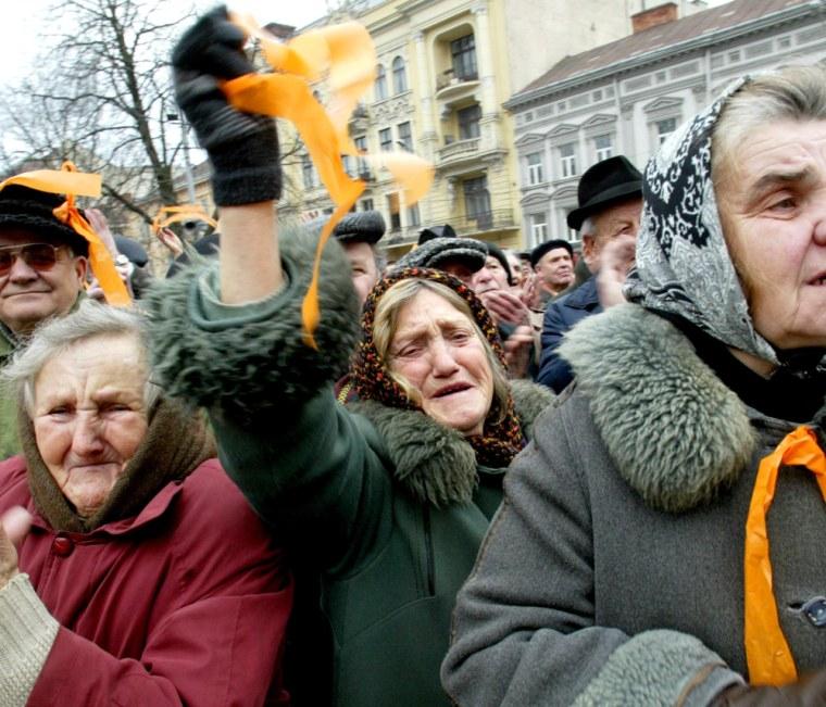 Ukrainians celebrate Ukraine's Yushchenko victory in the centre of Lviv