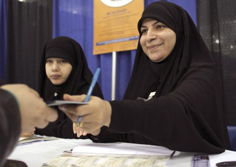 Expatriate Iraqis Register To Vote In Michigan