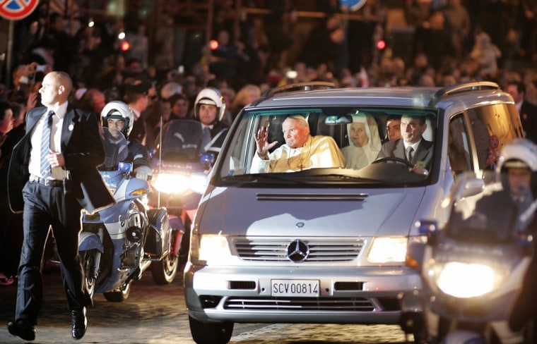 Pope John Paul II arrives in San Peter's square at the Vatican after leaving the Gemelli hospital