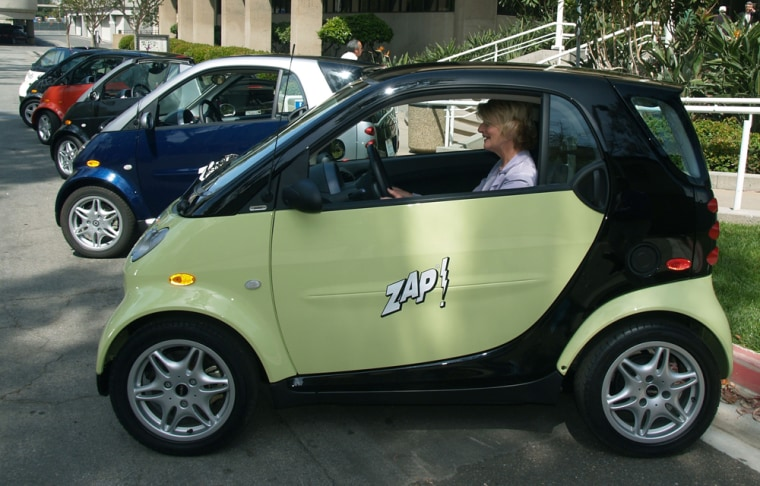 DaimlerChrysler to Cut Smart Car Workforce