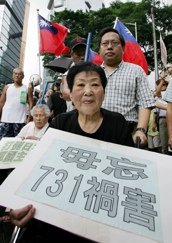 Comfort woman Yuan Zhu Lin (in wheel cha