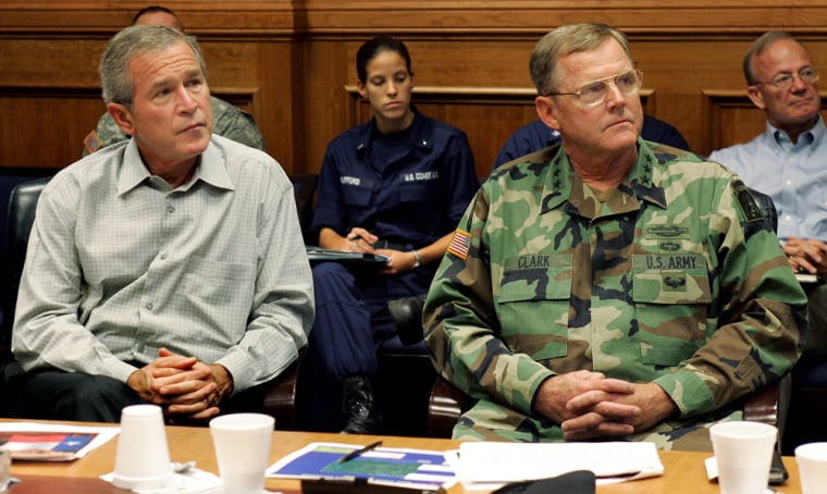 US President George W. Bush (L) and Lt.