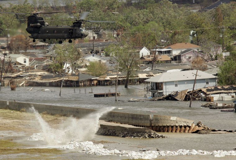 A Chinook helicopter drops sandbags Sunday to repair the breach in the Industrial Canal leveein New Orleans.)
