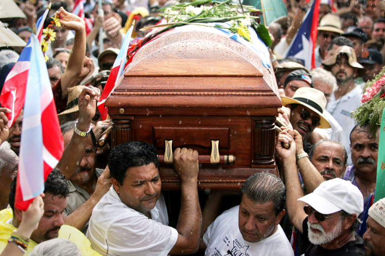 Men carry the casket of Puerto Rican nationalist Filiberto Ojeda Rios Tuesday as a crowd of supporters look on in eastern Puerto Rico. Rios' killing in a shootout with the FBI has brought a new chill to Puerto Rico's uneasy relationship with the United States.