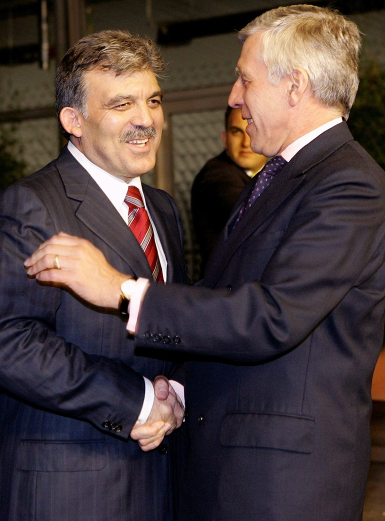 British Foreign Secretary Straw welcomes Turkish Foreign Minister Gul in Luxembourg
