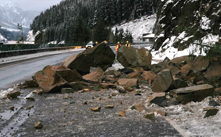 A rock slide Sundayclosed a section of Interstate 90 at Snoqualmie Pass near Hyak, Wash. No injuries were reported.