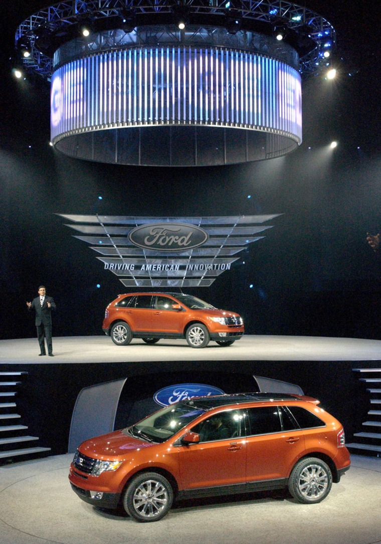 Executive Vice President and President of the Americas Fields introduces 2007 Ford Edge crossover utility vehicle in Detroit