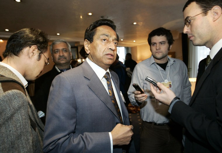India's Minister of Commerce and Industry Kamal Nath, center, speaks with the media at the World Economic Forum in Davos, Switzerland, on Saturday.