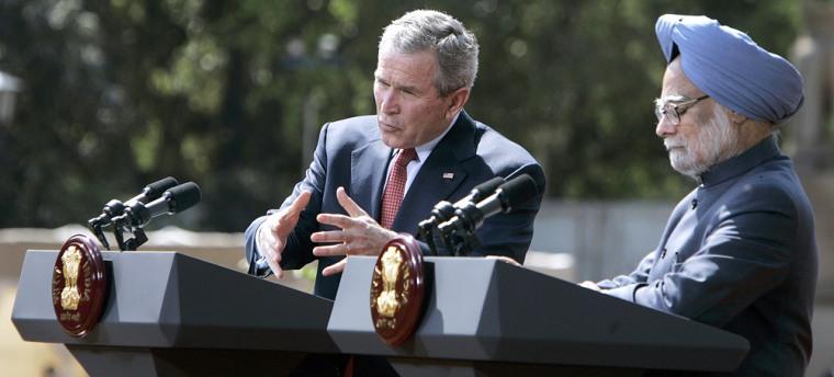 US President George W. Bush (L) gestures