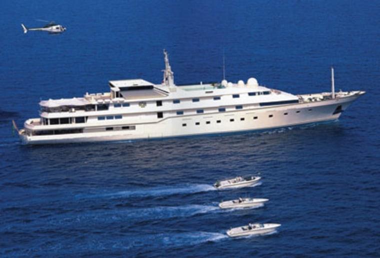 The yacht of Prince Alwaleed of Saudi Arabiawas featured ina James Bond movie.