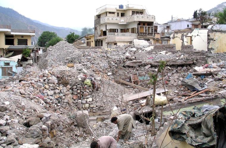 Pakistani Kashmiri earthquake survivors