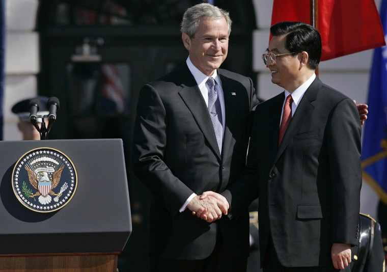 US President George W. Bush (L) shakes h