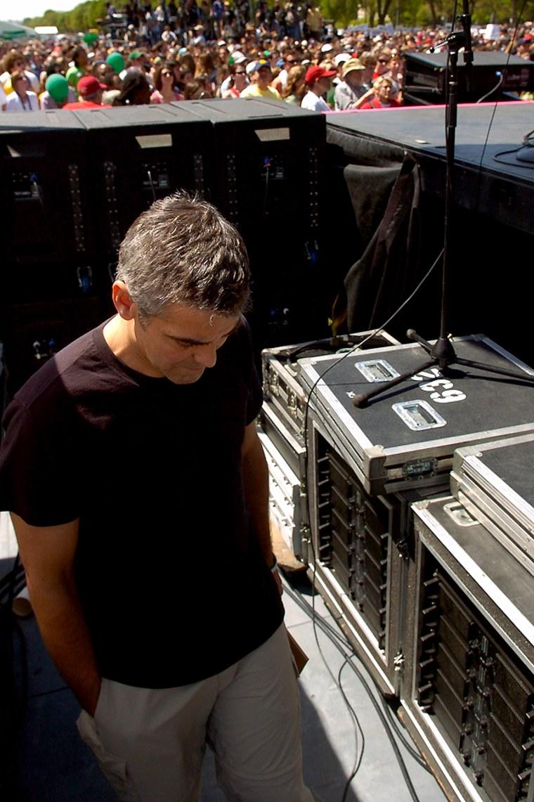 Actor Clooney bows head backstage at a Washington rally