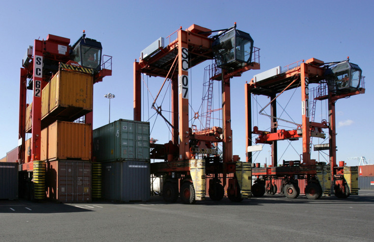 Of the 5,000 cargo containersthat pass through theport of Newark, N.J., every day,98 percent undergo radiation screening.