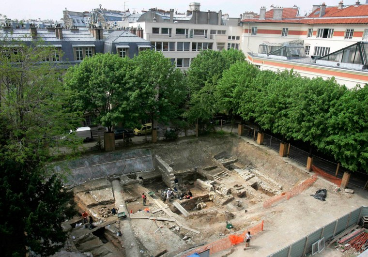 A2,000-year-old Roman road, recently excavated duringconstruction work on the Pierre and Marie Curie University campus, is located in Paris' Left Bank.