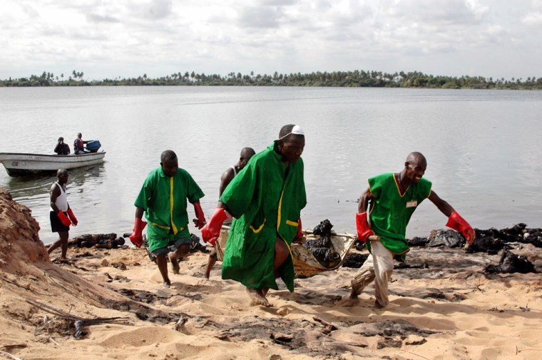 rescue workers carry burnt bodies of victims of oil pipeline blast near Inagbe-Tomaro in Nigeria
