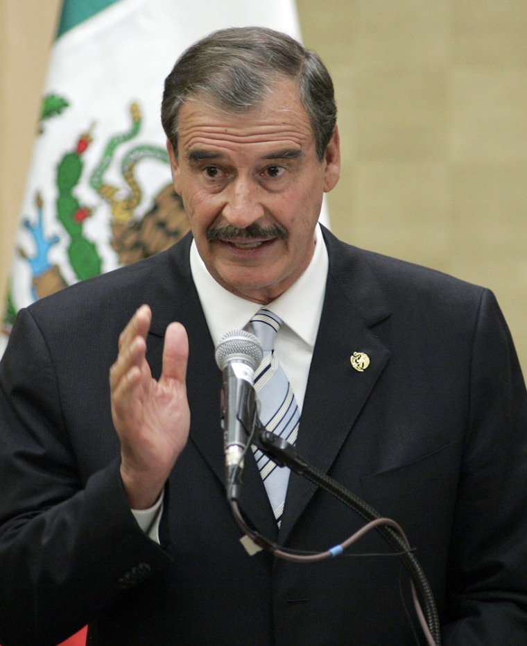 Mexican President Vicente Fox speaks to a group of Mexican-American community leaders in Seattle